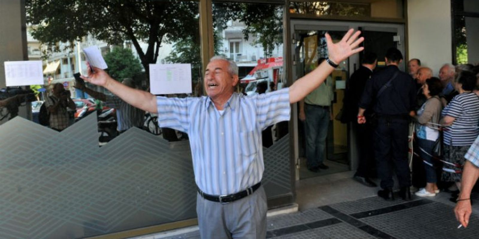Giorgos Chatzifotiadis, no pudo retirar el dinero de la pensión de su mujer después de intentarlo cuatro veces. Foto:AFP