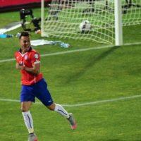 Eduardo Vargas es el máximo anotador del torneo con cuatro goles Foto:AFP