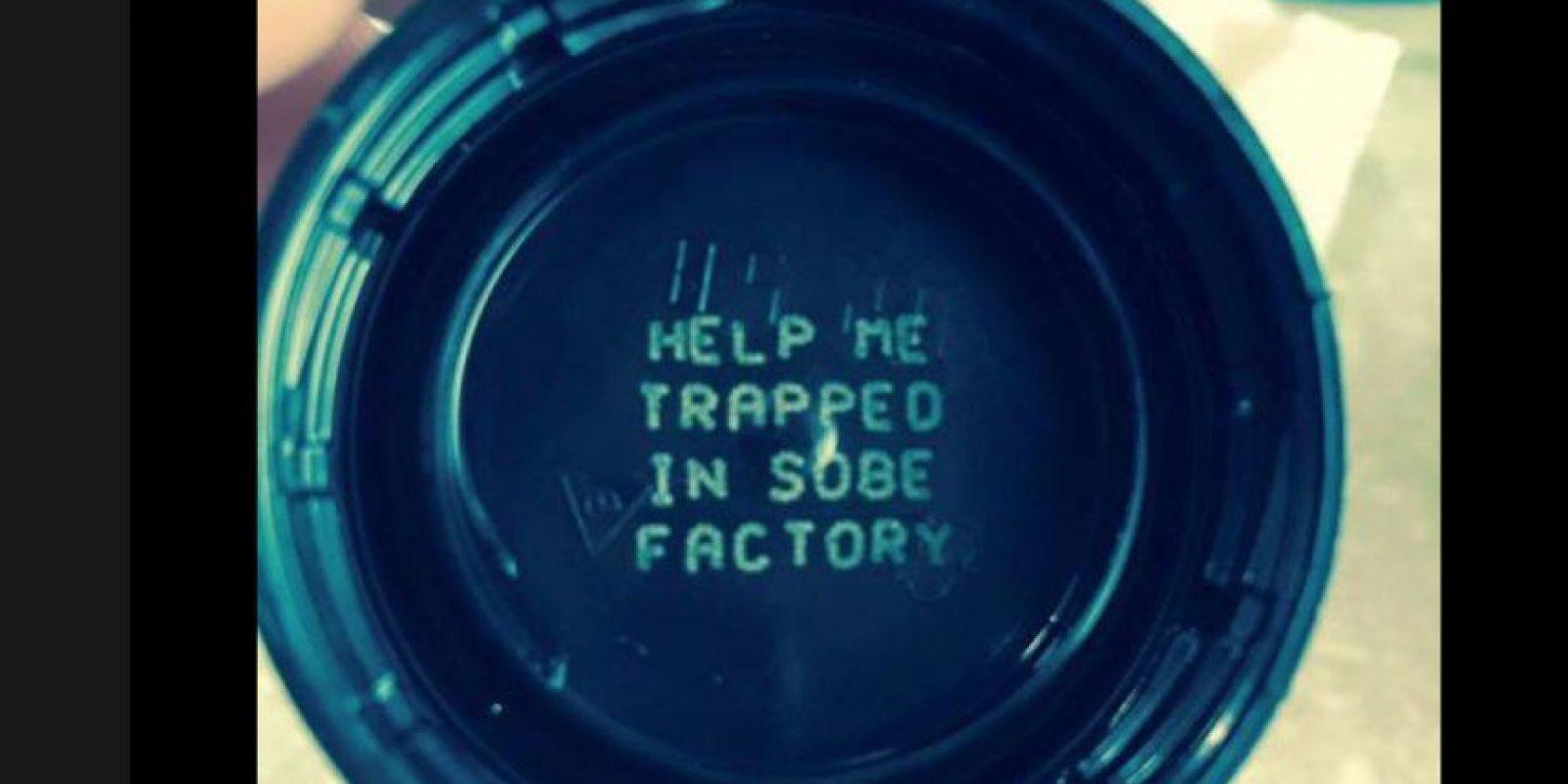 """""""Ayúdame estoy atrapad en una fábrica"""", un mensaje que alarmó a muchos consumidores de la marca de refresco SoBe. Foto:Vía facebook.com/ingeniero.valle"""