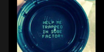 Polémicos mensajes en botellas de bebidas alertan a consumidores