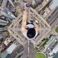 En Rusia, Kirill Oreshkin es otro joven que se dedica a hacer roofing y lo demostró ser capaz de subir hasta la antigua torre de radio de Elektrostal la cual mide 215 metros, compartió la revista RollingStone. Foto:Vía Instagram @daniel__lau