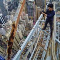 Varios chicos de diversas partes del mundo se empeñan en demostrar que sus selfies son sin duda alguna las más originales y peligrosas. Foto:Vía Instagram @daniel__lau