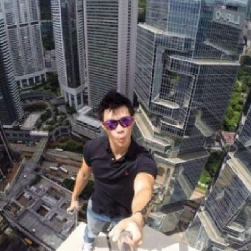 Recientemente, Daniel Lau un joven de Hong Kong subió a una torre localizada en dicho país la cual tiene 346 metros de altura, informó Likedose.com. Foto:Vía Instagram @daniel__lau