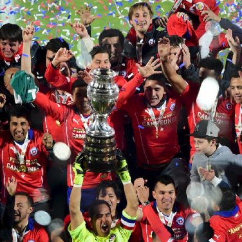 Alzando la Copa América Foto:AFP