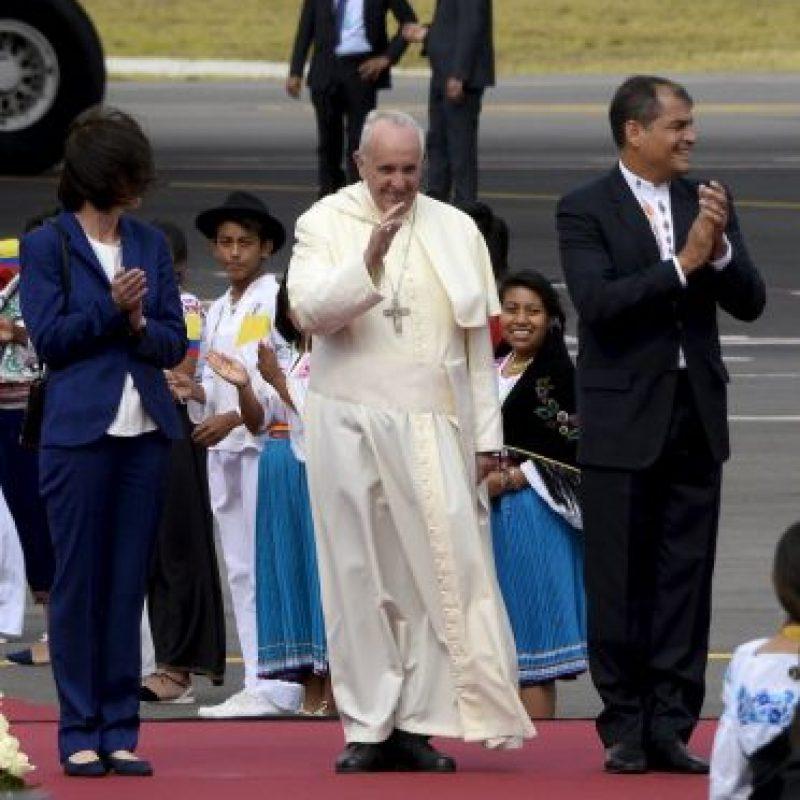 El pontífice da un cordial saludo. Foto:AP