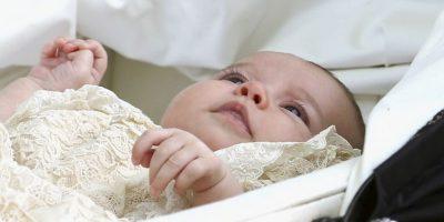 Su padres eligieron cinco padrinos para su bautizo. Foto:AP