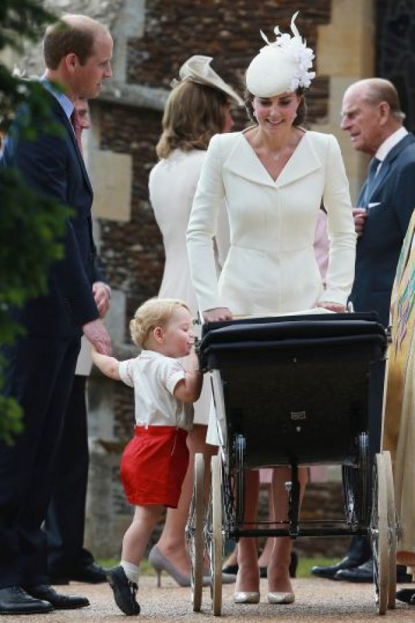 El príncipe George se interesa en su hermana. Foto:AP