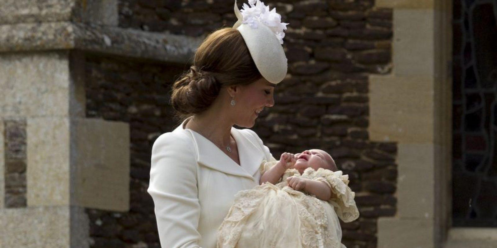 La princesa Charlotte fue bautizada en la iglesia de Santa María Magdalena en Sandringham, en el condado inglés de Norfolk. Foto:AP