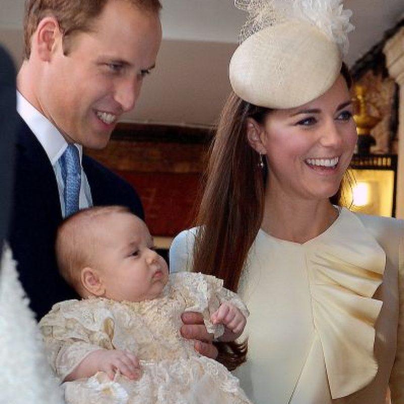 Al igual que el príncipe George, su hermano mayor, la princesa será bautizada con la replica del vestido realizado por la hija mayor de la reina Elizabeth, en 1841. Foto:Getty Iamges