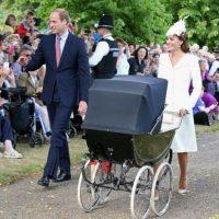 Los duques permitieron que los admiradores de su familia fueran participes del evento. Foto:Getty Images