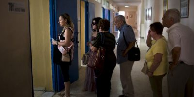 Se espera que al menos un 40 por ciento de ciudadanos participe en la votación para considerar el resultado genuino. Foto:AP