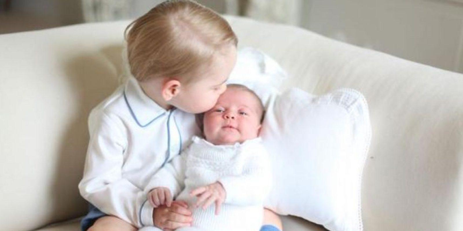 Será la segunda ocasión que se vea en público a la pequeña princesa. Foto:Vía Twitter @KensingtonRoyal
