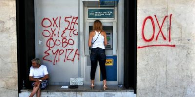 Solamente se puede sacar dinero en los cajeros automáticos Foto:AFP