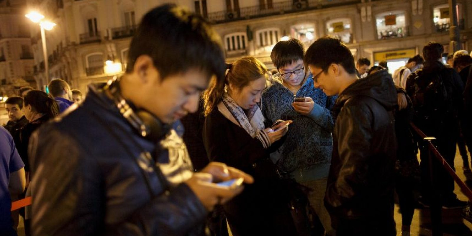 4. Escasa batería: se trata de uno de las mayores desventajas de los Smartphone, ya que en su gran mayoría la batería se gasta de una forma más rápida que la de otros tipos de móviles. Foto:Getty Images