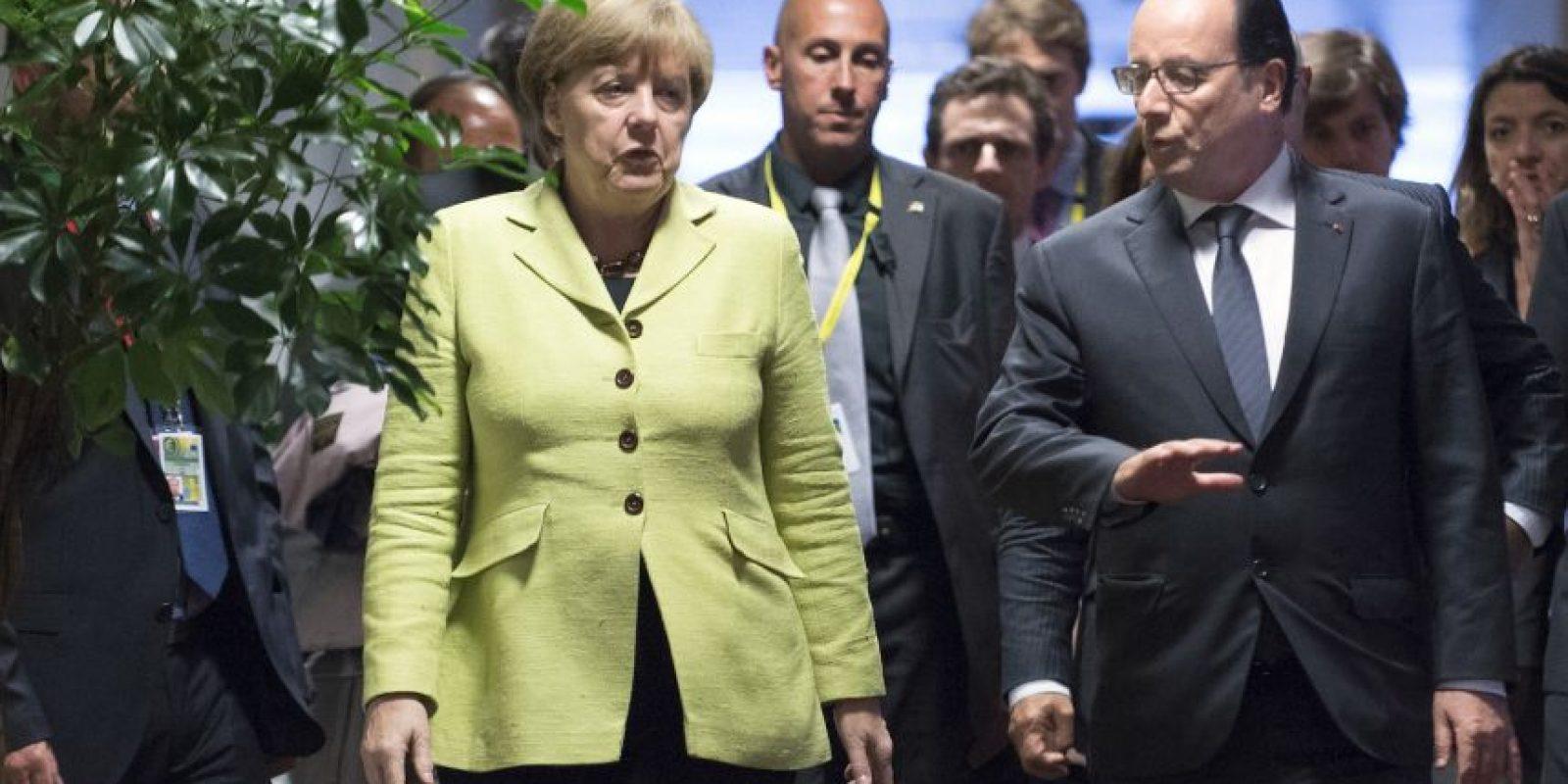 La canciller alemana Angela Merkel y el presidente francés Francois Hollande se reunirán el lunes por la mañana Foto:AP