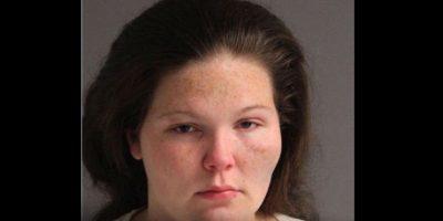 Sandra McClary, fue arrestada por abandonar a su bebé en la carretera. Foto:Vía facebook.com/aacopd