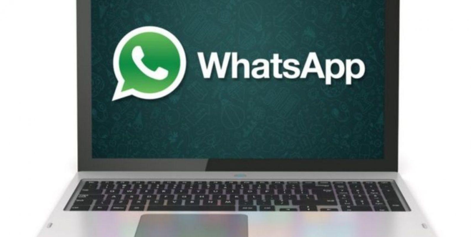 Aunque estén conversando con sus amigos en persona, a cada instante revisan WhatsApp y contestan sus mensajes aunque no pongan atención a lo demás. Foto:Pinterest