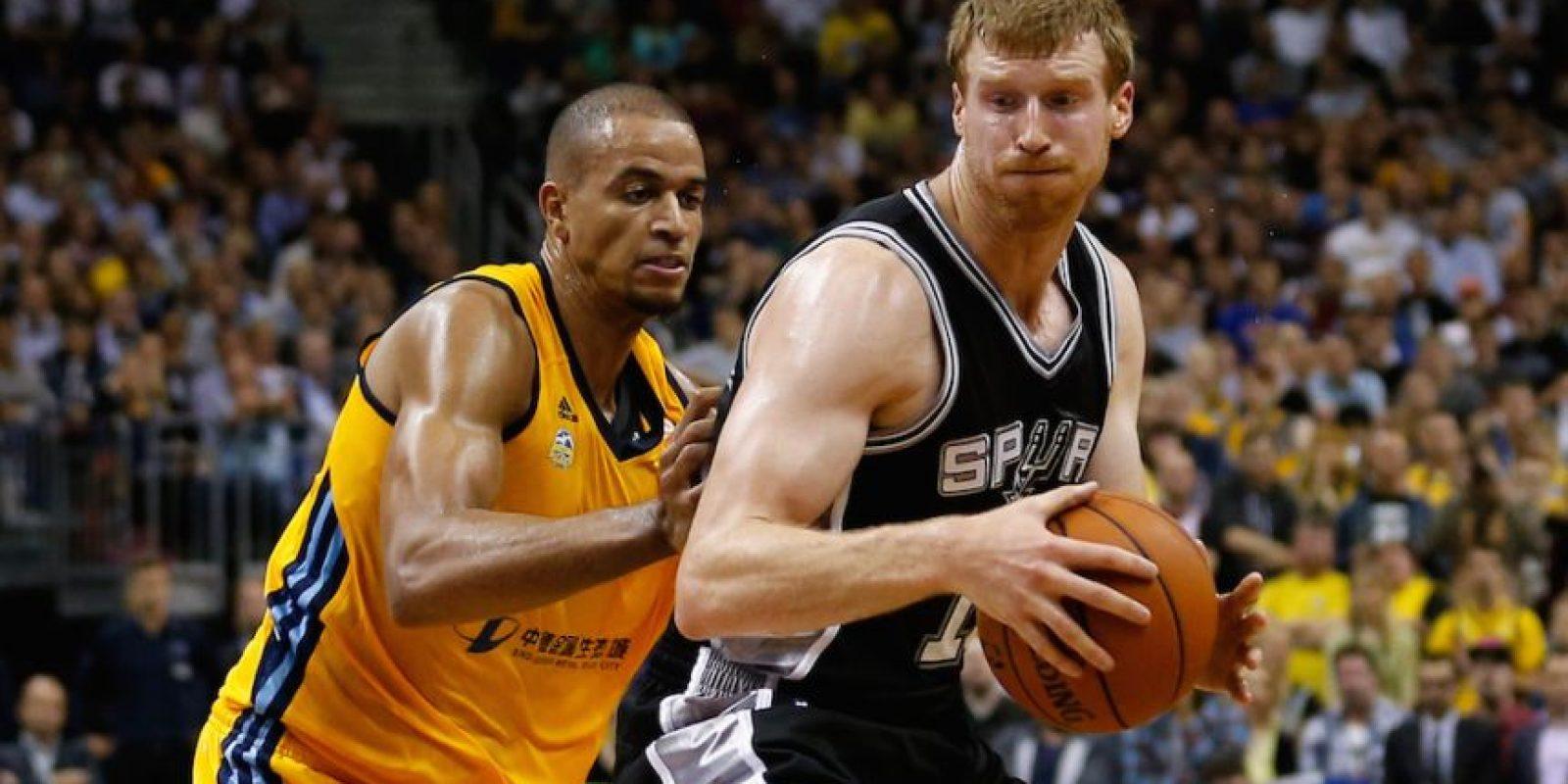 Antes de debutar en la NBA estuvo en Messina de la Liga italiana. Foto:Getty Images