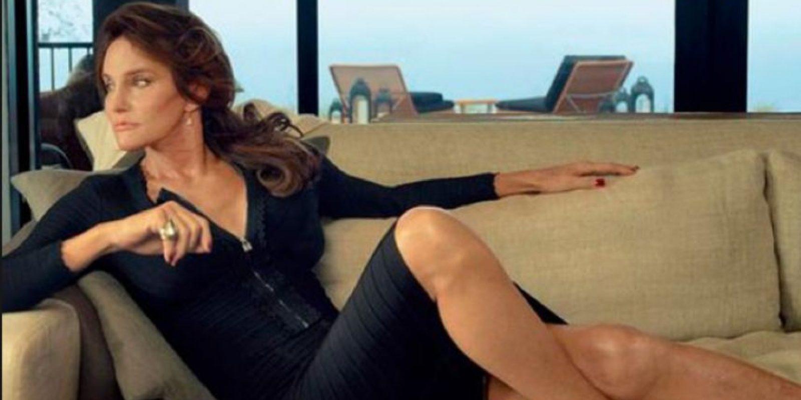 Vestido negro con abertura. Foto:vía Vanity Fair