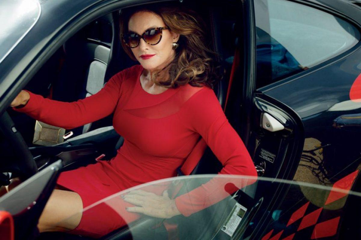 Un vestido body conscious en rojo, clásico. Foto:vía Vanity Fair
