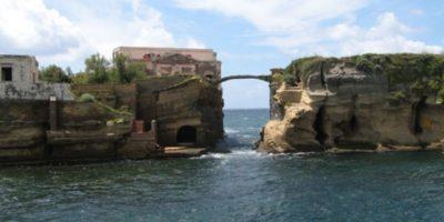 2. La Gaiola. Isla italiana conocida por llevar mala suerte a sus dueños. Foto:Wikimedia