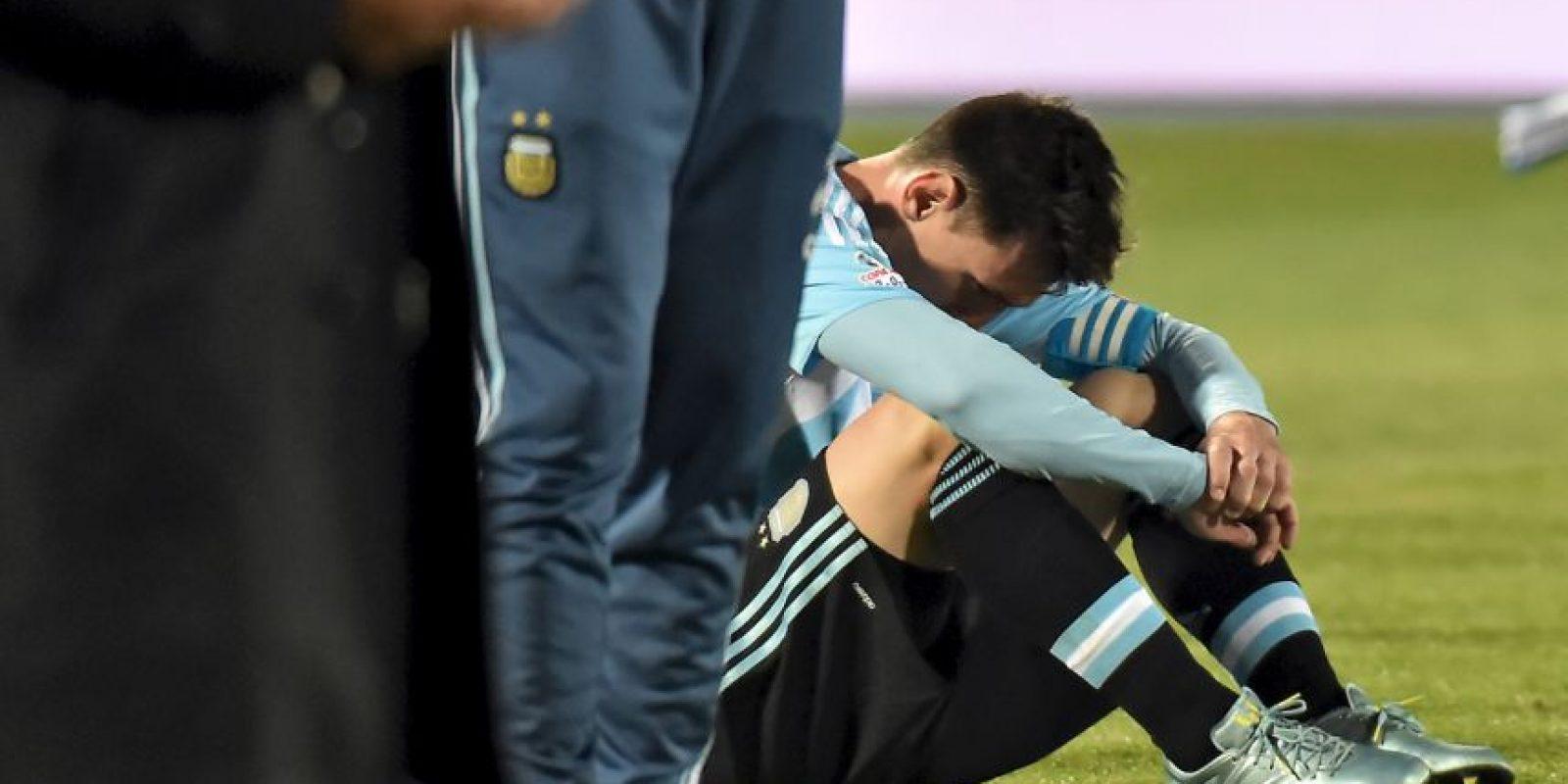 Los padres de Messi, Jorge y Celia, así como sus hermanos, Rodrigo y Matías, fueron quienes estuvieron en el Nacional. Foto:AFP