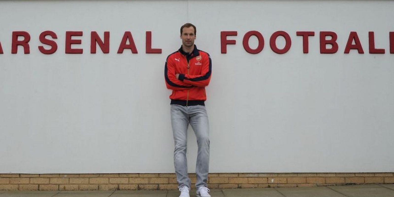 El arquero salió de Chelsea rumbo al Arsenal de Londres. Foto:Vía facebook.com/PetrCech.official