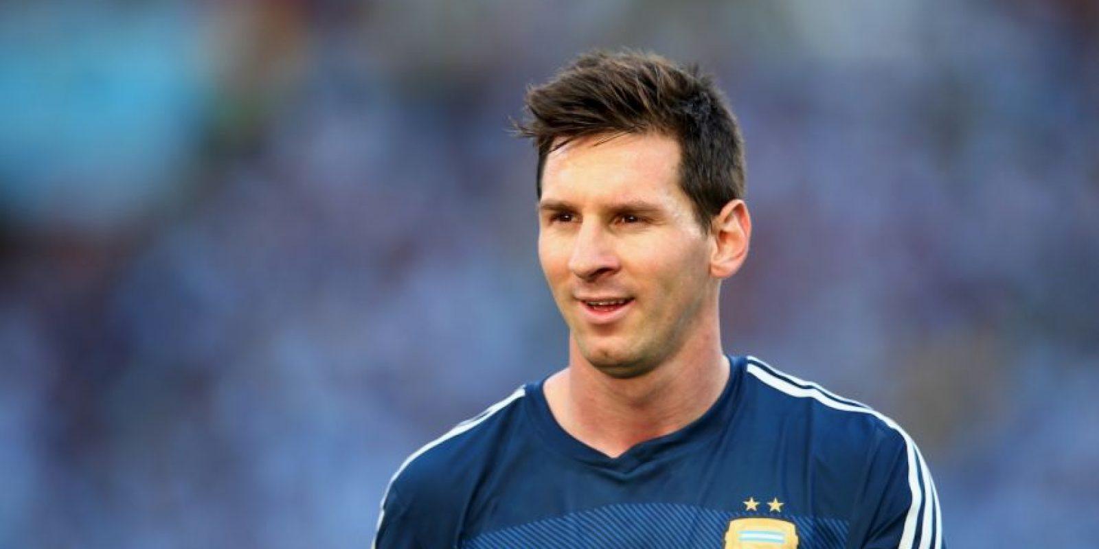 """Y Luis Segura, presidente de la AFA, también defendió a la """"Pulga"""": """"No entiendo a la gente que cuestiona y discute a Messi, es una injusticia absoluta. Puedo aceptar que algunos comparen a Messi con otro jugador, es cuestión de gustos, pero jamás que se lo discuta"""" Foto:Getty Images"""