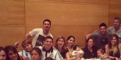 """Sin embargo, los familiares de """"Leo"""", al ser reconocidos por hinchas chilenos, fueron agredidos. Foto:vía Instagram/leomessi"""