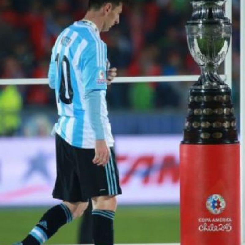 Tras una falta de Marcelo Díaz a Messi, sus familiares protestaron en voz alta, por lo que fueron reconocidos por la hinchada local. Foto:vía AFP