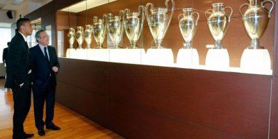 El brasileño fue presentado de manera oficial este 9 de julio en el Santiago Bernabéu. Foto:Vía facebook.com/RealMadrid