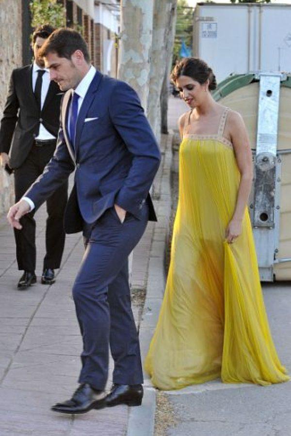 Iker Casillas y su pareja, Sara Carbonero acudieron a la boda de la primera de la periodista el pasado mes de junio. Foto:Getty Images