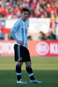 """Y Luis Segura, presidente de la AFA, también defendió a la """"Pulga"""": """"No entiendo a la gente que cuestiona y discute a Messi, es una injusticia absoluta. Puedo aceptar que algunos comparen a Messi con otro jugador, es cuestión de gustos, pero jamás que se lo discuta"""". Foto:Getty Images"""