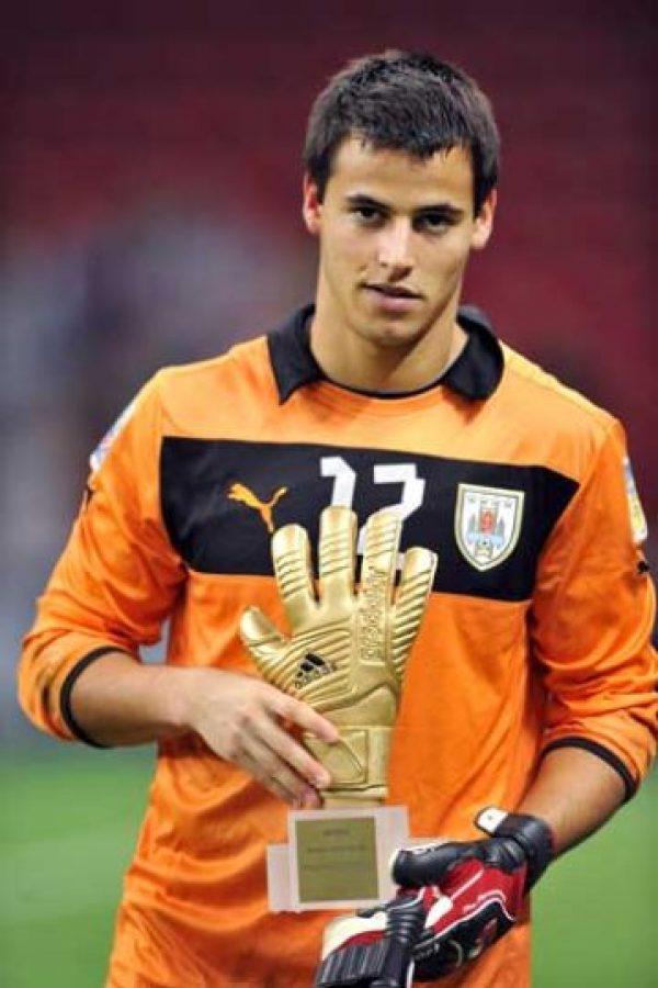 Juega en el Liverpool de Uruguay y fue el mejor arquero del Mundial Sub-20 de Turquía 2013. Foto:Getty Images
