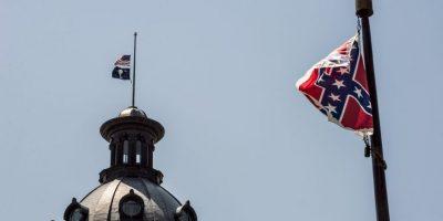 Gobernadora de Carolina del Sur aprueba el retiro de la badera confederada