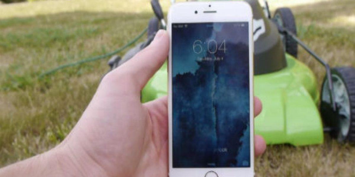 VIDEO: Así se tritura un iPhone 6 con una podadora