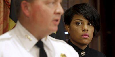 La alcaldesa Stephanie Rawlings-Blake confirmó despido y presentó al nuevo comisionado. Foto:AP
