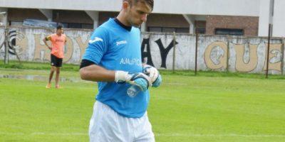 Anotó en su meta el primero de cinco goles con los que perdería su equipo Foto:Vía facebook.com/rodrigo.cervetti