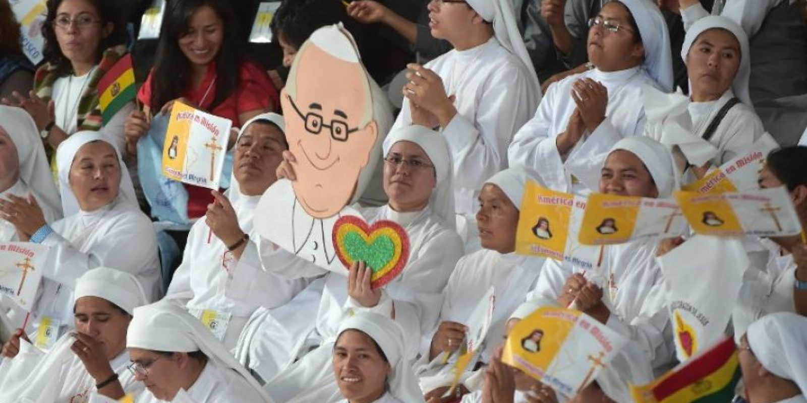"""También pidió """"Tierra, techo y trabajo"""" para todos los presentes Foto:AFP"""