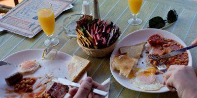 Un estudio de la Universidad de Carolina del Sur en Estados Unidos afirma que comer a prisa puede dar lugar a un tipo de indigestión llamado: reflujo gastroesofágico. Foto:Getty Images
