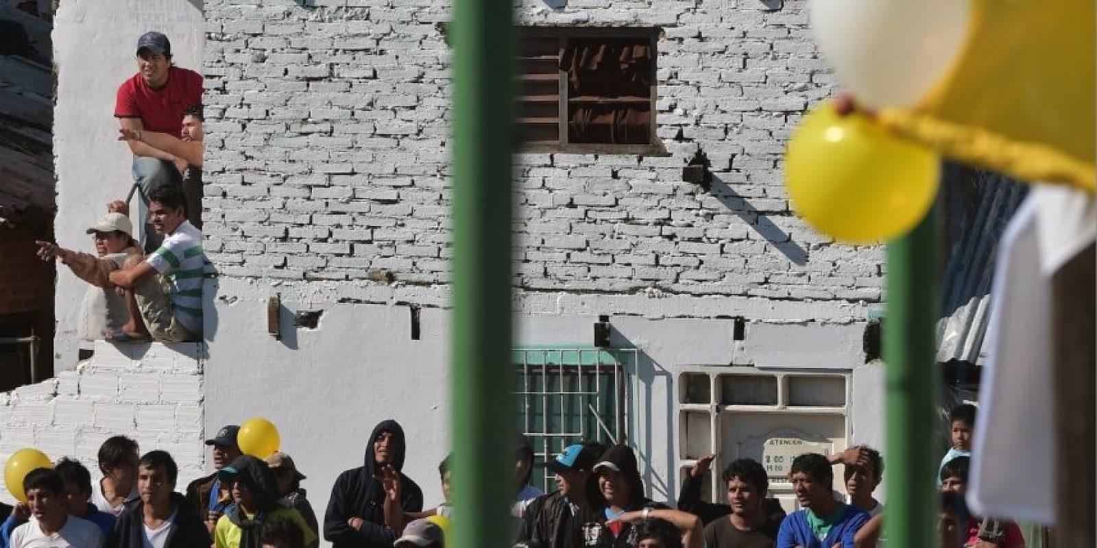Los dos mil 800 reos y sus familias pudieron escuchar las palabras de Francisco Foto:AFP