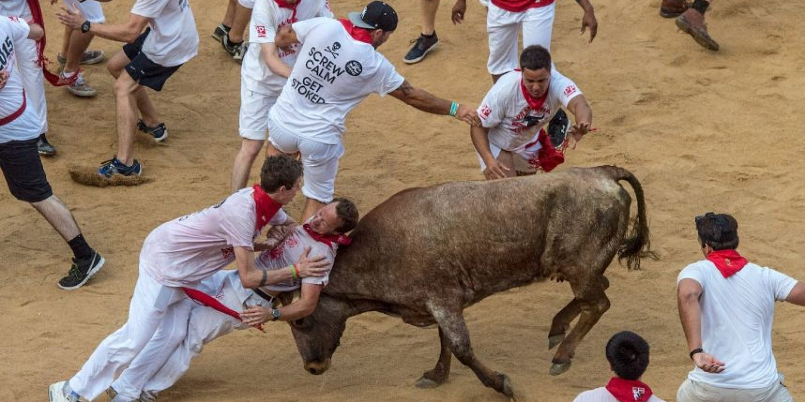 """Los festejos comienzan con el lanzaiento del """"chupinazo"""" desde el balcón del Ayuntamiento de Pamplona a las 12 del mediodía del 6 de julio. Foto:Getty Images"""