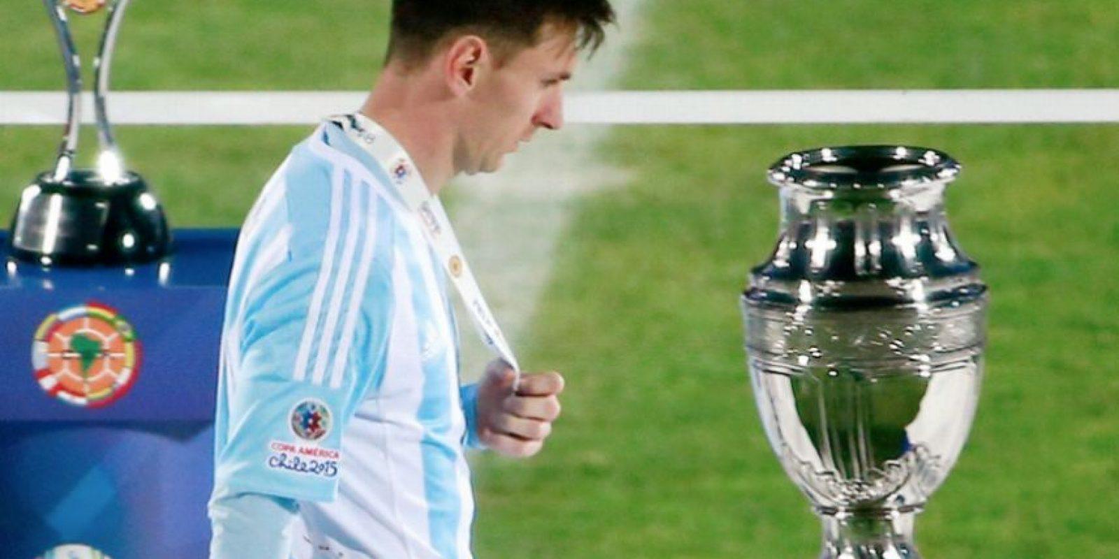 """En su país se cuestionaron sobre la """"utilidad que tiene el mejor jugador del mundo, si con su selección no puede ganar nada"""". Foto:AFP"""
