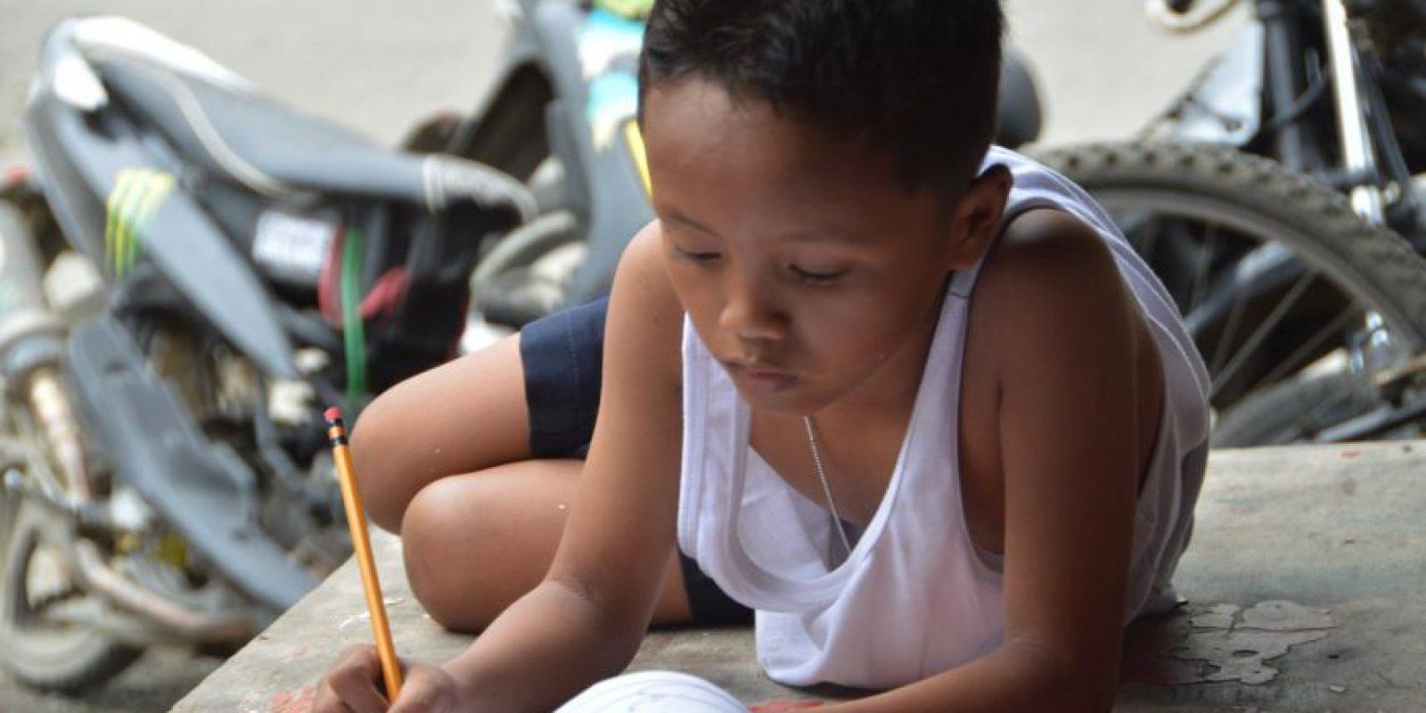 El menor recibió una beca para poder terminar la escuela Foto:AFP