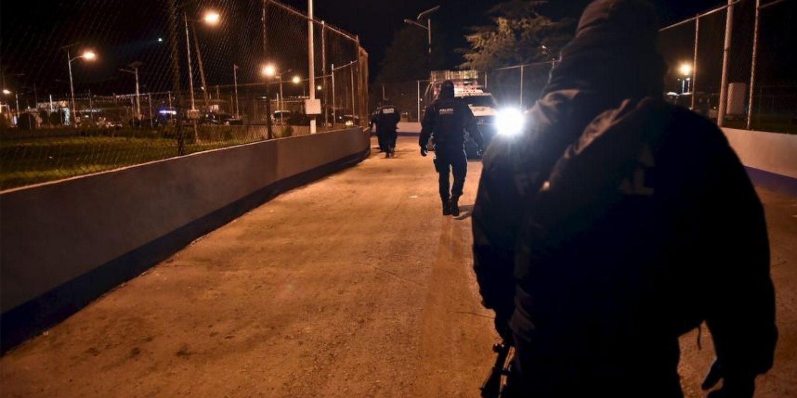 """""""A lo largo del túnel se encontraron instrumentos de construcción, tanques de oxígeno, recipientes con combustible, madera de cimbra y tubería de PVC, entre otros objetos."""" Foto:AFP"""