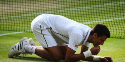 El serbio inclusive comió pasto de Wimbledon. Foto:Getty Images
