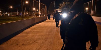 La alerta comenzó desde las 20:52 horas del sábado, cuando no se ubicó a Guzmán en el sistema de videovigilancia Foto:AFP