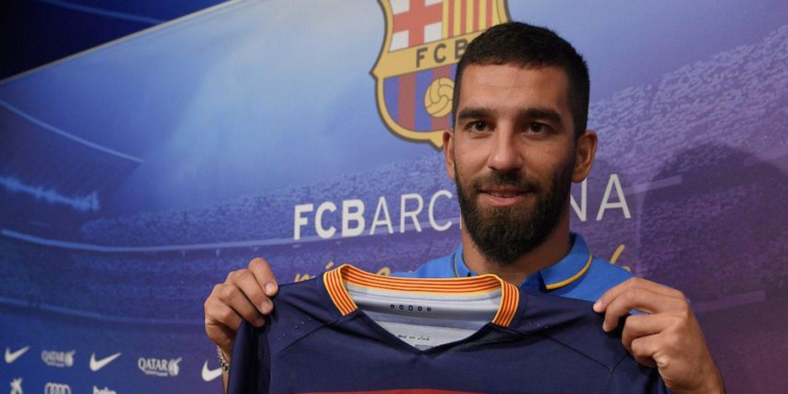 Arda Turan firmó por cinco temporadas con el Barcelona. Foto:AFP