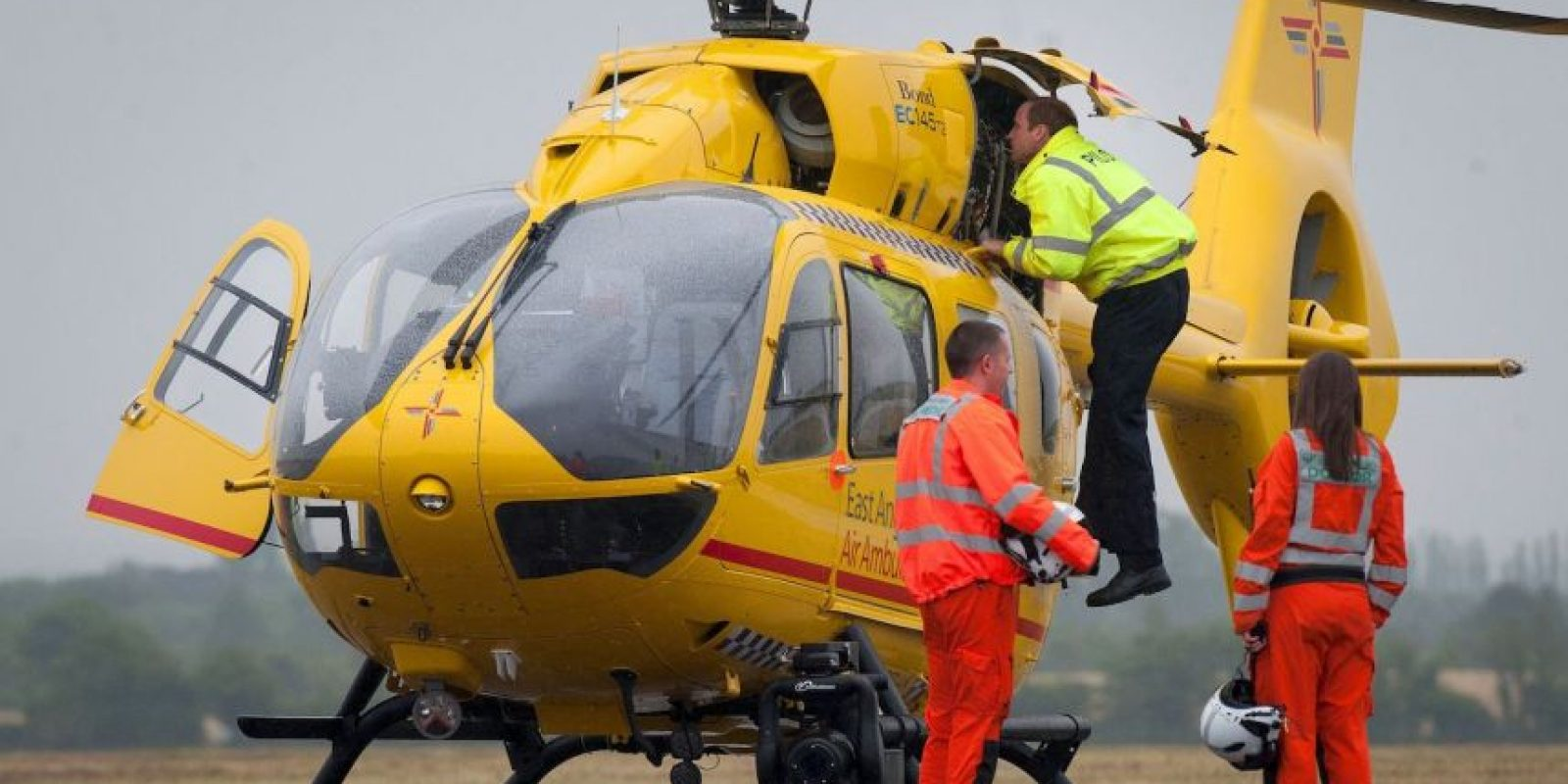 El príncipe de Inglaterra comenzó a trabajar como piloto. Foto:AFP