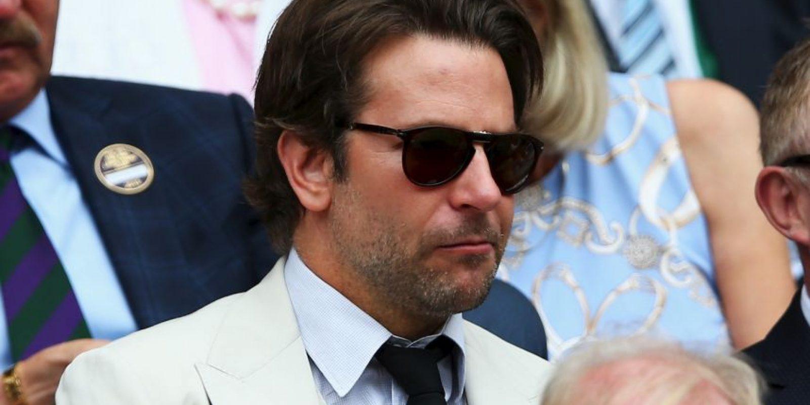 El actor estadounidense Bradley Cooper también lució elegante en Wimbledon. Foto:Getty Images